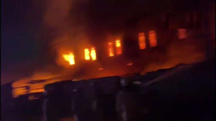Fire breaks out at fabric godown in Delhi's Okhla, 18 fire