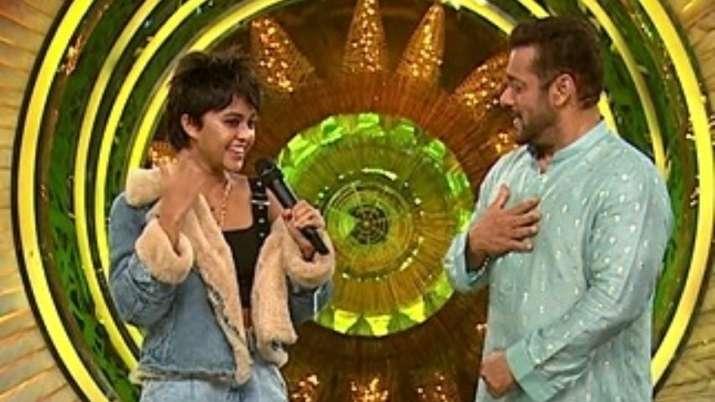 Bigg Boss 15: Trending Sri Lankan singer Yohani enjoys crooning with Salman Khan