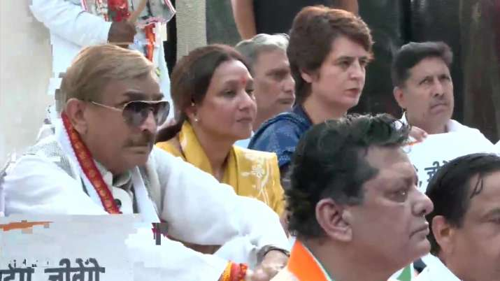 Priyanka Gandhi, other Congress leaders observe 'maun vrat'