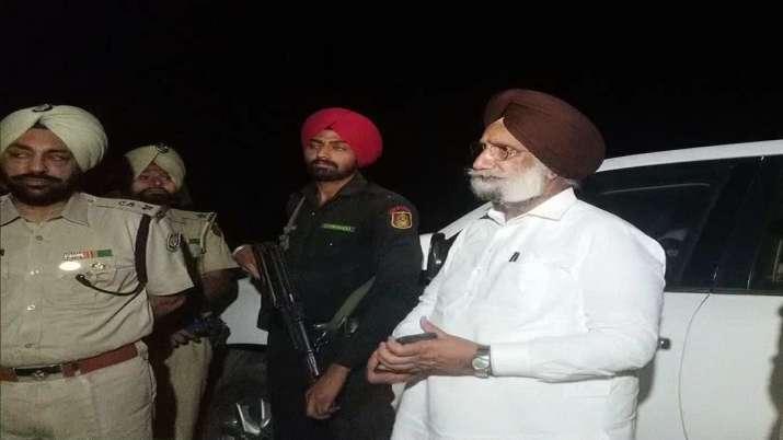 In late night surprise visit, Sukhjinder Randhawa checks police 'nakas' near Indo-Pak border