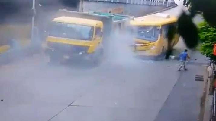 Mumbai: 8 injured as BEST bus rams into dumper in Dadar, horrific accident caught on cam