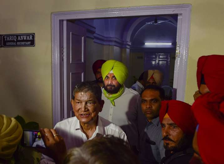Sidhu meets Rahul Gandhi, withdraws resignation as Punjab Congress chief