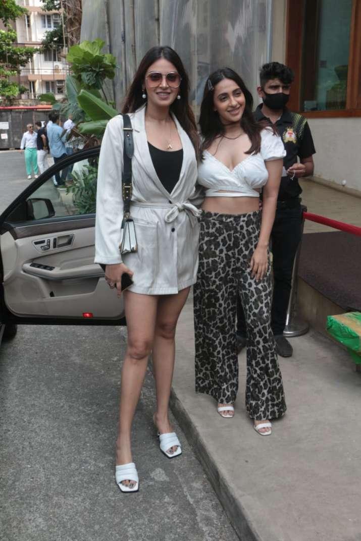 India Tv - Anushka and Akansha Ranjan at Rakul Preet Singh's birthday party