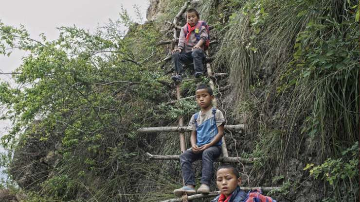 All that the children have to their support is a rickety ladder - India Tv