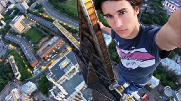 Extreme selfie poseur, Kirill Oreshkin, still alive. - India Tv