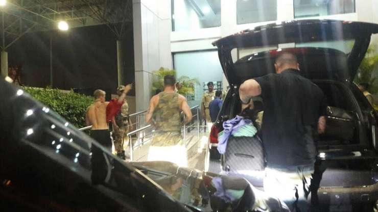 Justin Bieber spotted at Mumbai airport - India Tv