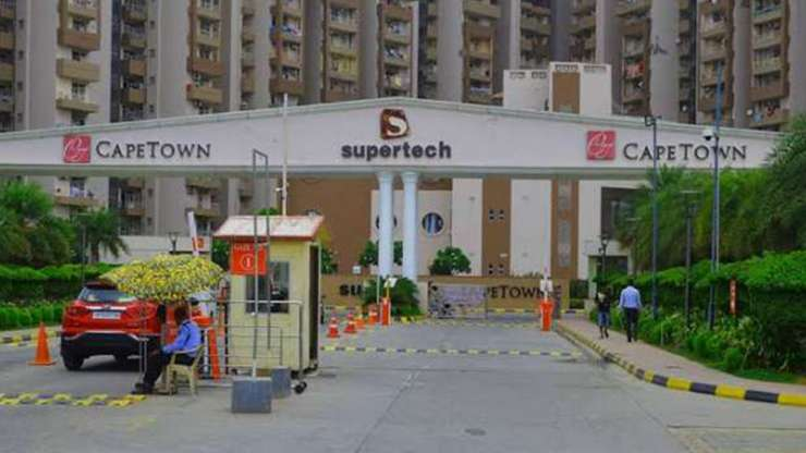 Images of Noida's Supertech Cape Town society taken after lockdown on Saturday. Photo was taken by a - India Tv