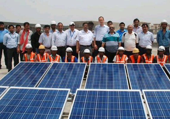 delhi metro launches its first solar power plant in pictures