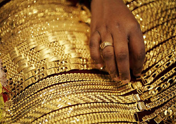 gold price dips by rs 200