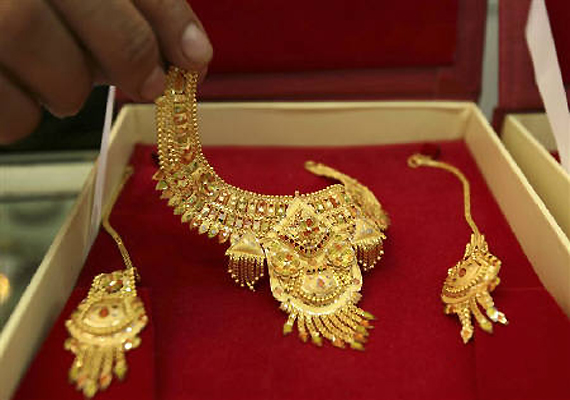 gold up by rs 450 after import duty hike