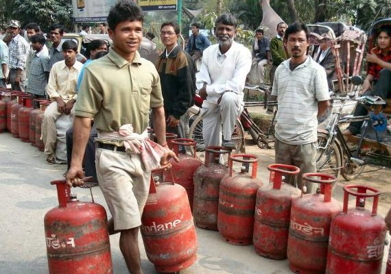 no plan to curtail supply of subsidised lpg cylinders