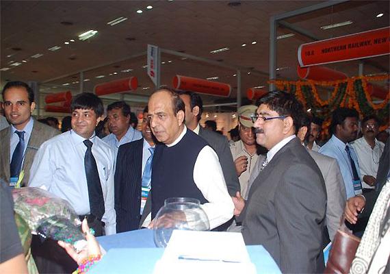 india inc hails rail budget calls it balanced pragmatic