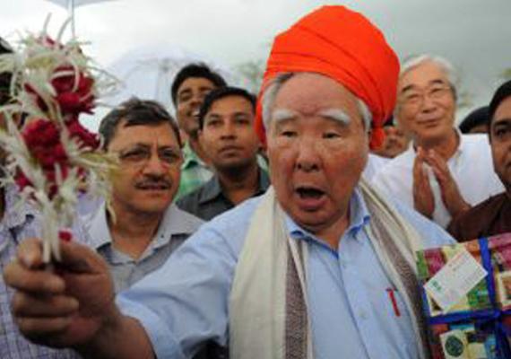 suzuki chairman osamu suzuki visits gujarat