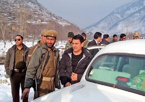 aamir scouts for location in srinagar