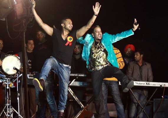 Honey Singh-Jazzy B song gets over 1 mn views in 80 hours