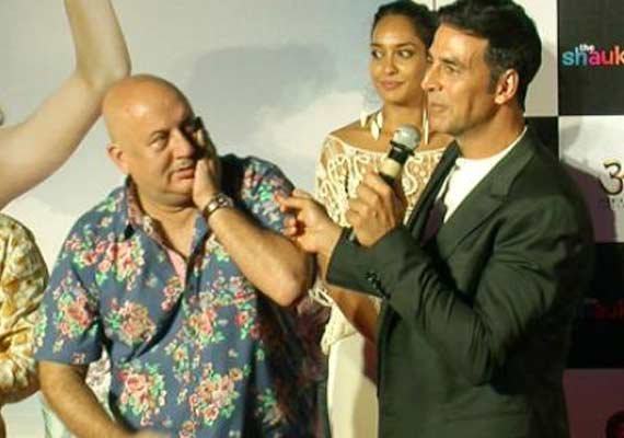 Akshay Kumar enjoys working with Anupam Kher | Bollywood