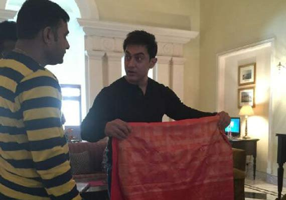 aamir khan spotted buying banarasi sari for anushka sharma