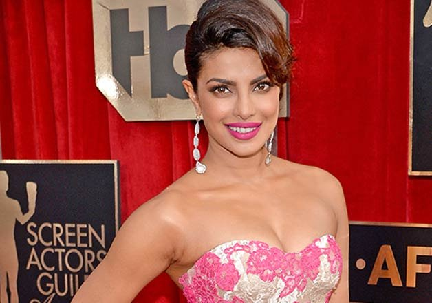 priyanka chopra joins cast of baywatch movie