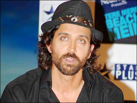 hrithik roshan discharged from hospital