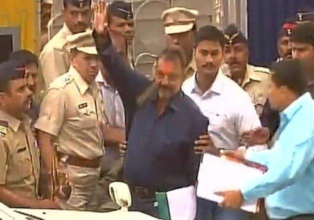 sanjay dutt reaches mumbai visits siddhivinayak and mother