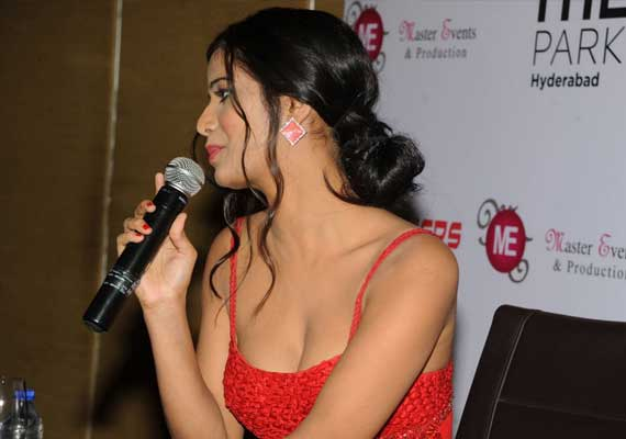 please don t compare me with sunny leone poonam pandey