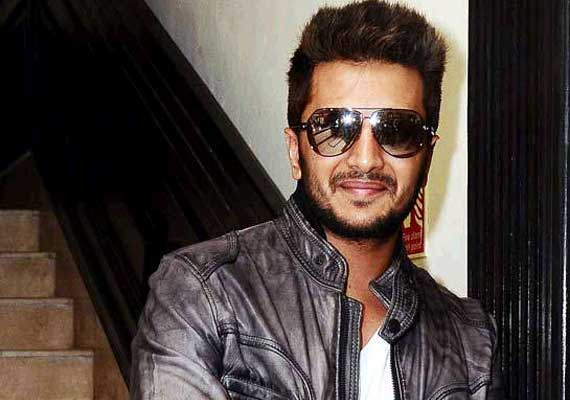 Riteish Deshmukh Designs Srk S Red Chillies Office Bollywood News