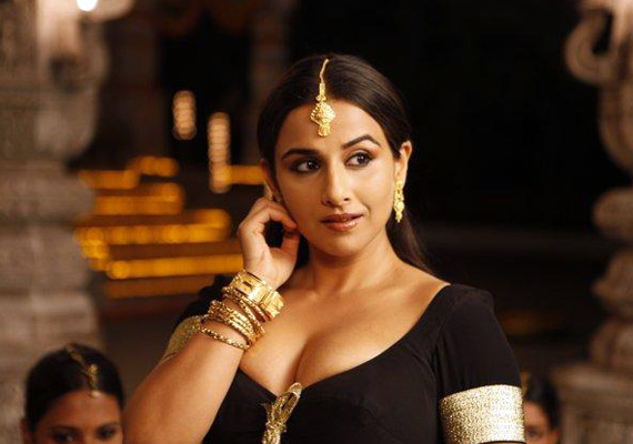 vidya is classic voluptuous indian beauty milan luthria
