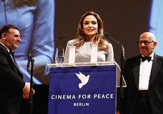 angelina jolie receives cinema for peace award