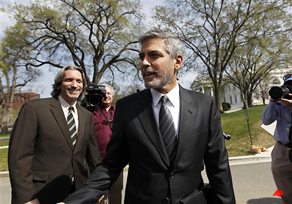 clooney arrested in protest at sudanese embassy