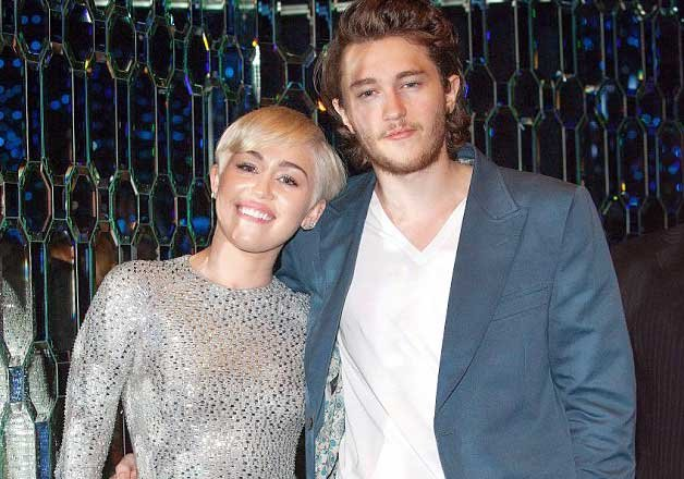 Miley Cyrus S Brother Dating Her Beau S Sister Hollywood News India Tv