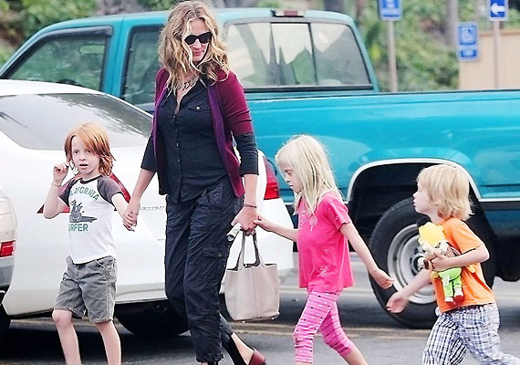to be strict with your kids is ok julia roberts
