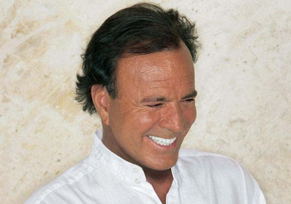 Julio Iglesias Starts His Summer Concert Series In Spain Hollywood News India Tv