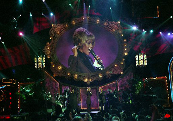 tribute to whitney houston at grammys