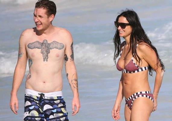 demi moore flaunts bikini body in mexico see pics