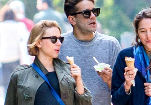 scarlett johansson satisfies pregnancy cravings with ice