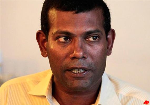 arrest warrant against nasheed family flees to sri lanka