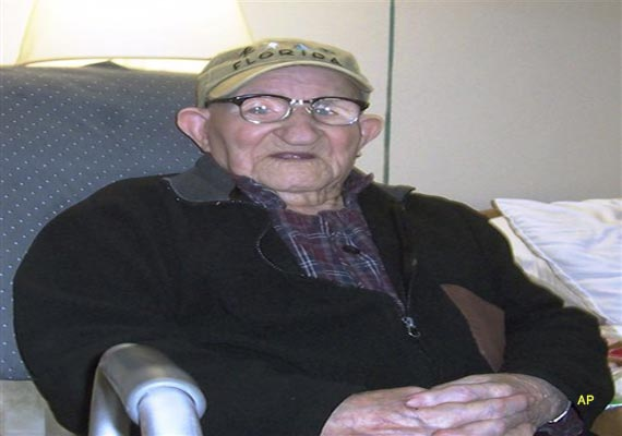 at 112 us man is world s oldest oldest woman 115
