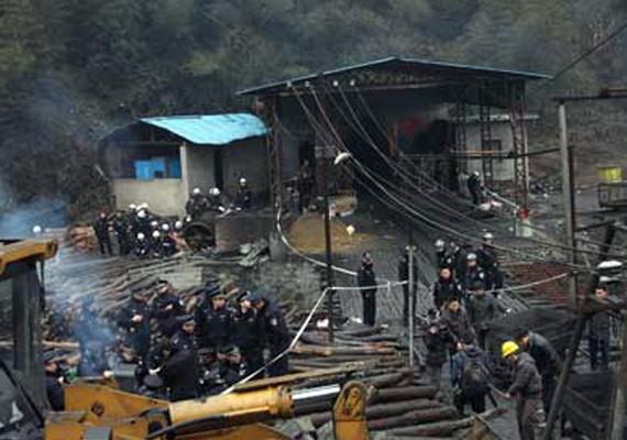 china factory blast kills 10 injures 17