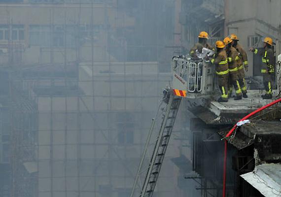 firefighters battle deadly blaze in market