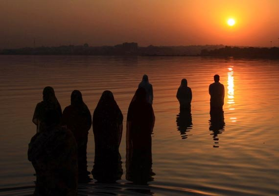 scores of indian americans celebrate chhath pooja in us