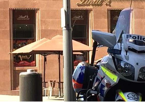 radio host speaks to hostage in sydney cafe