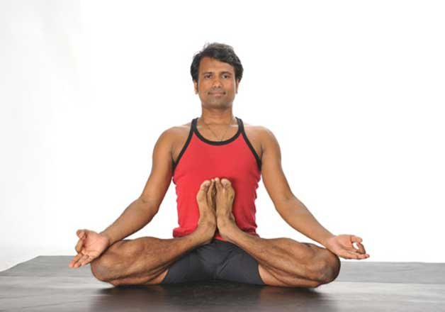 indian sets guinness yoga record in hong kong