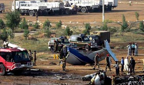 21 killed in air crash in pakistan
