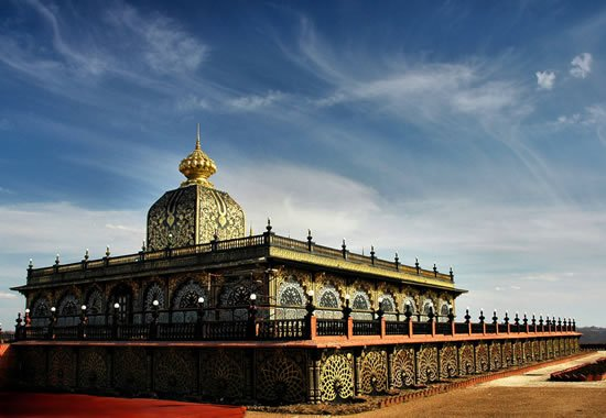 know more about new vrindaban the palace of gold or america