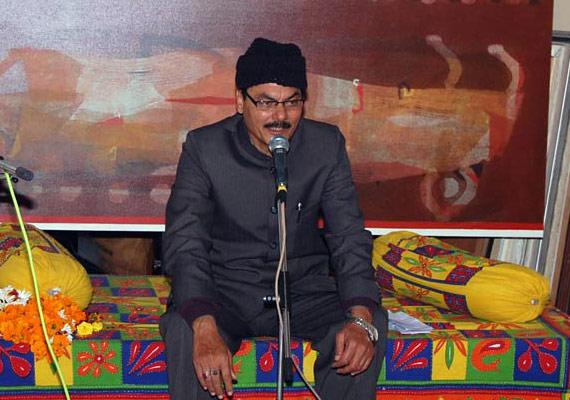 indian poets escape gunmen attack in karachi mushaira