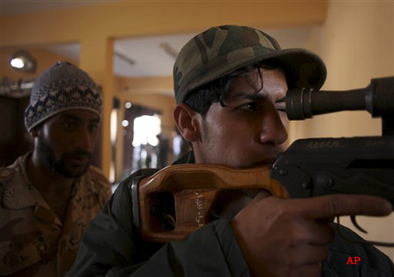 libya fighters in new push on gaddafi desert redoubt