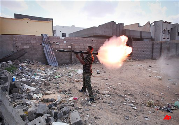 libyans push into gaddafi s hometown from east