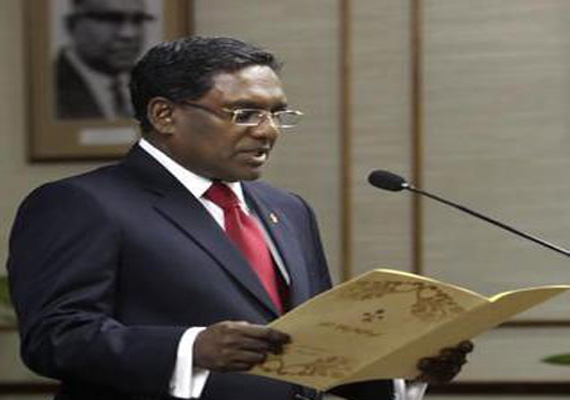 maldives names defence minister as violence spreads