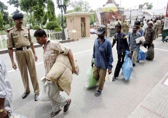 pak frees 89 indian prisoners