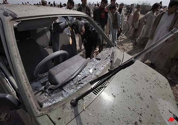 pak politician escapes unhurt as suicide bomber kills 15